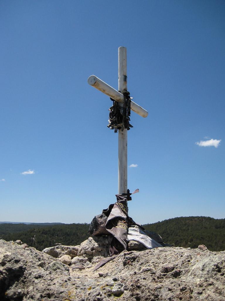 The cross at the summit of La Piramide