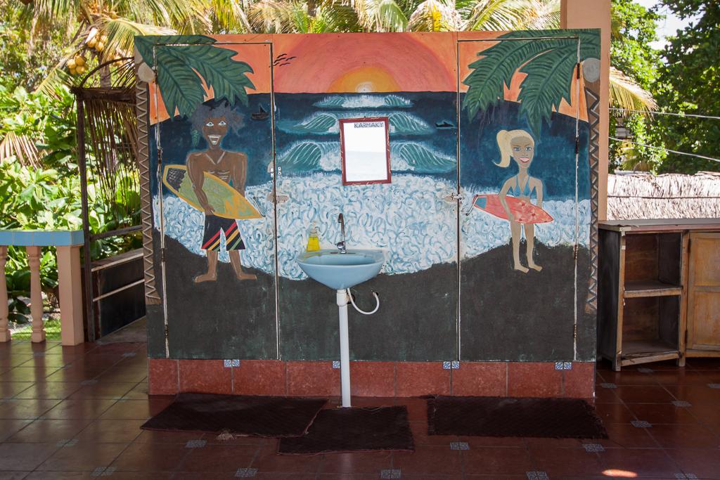 Surfer bathrooms, El Zonte.