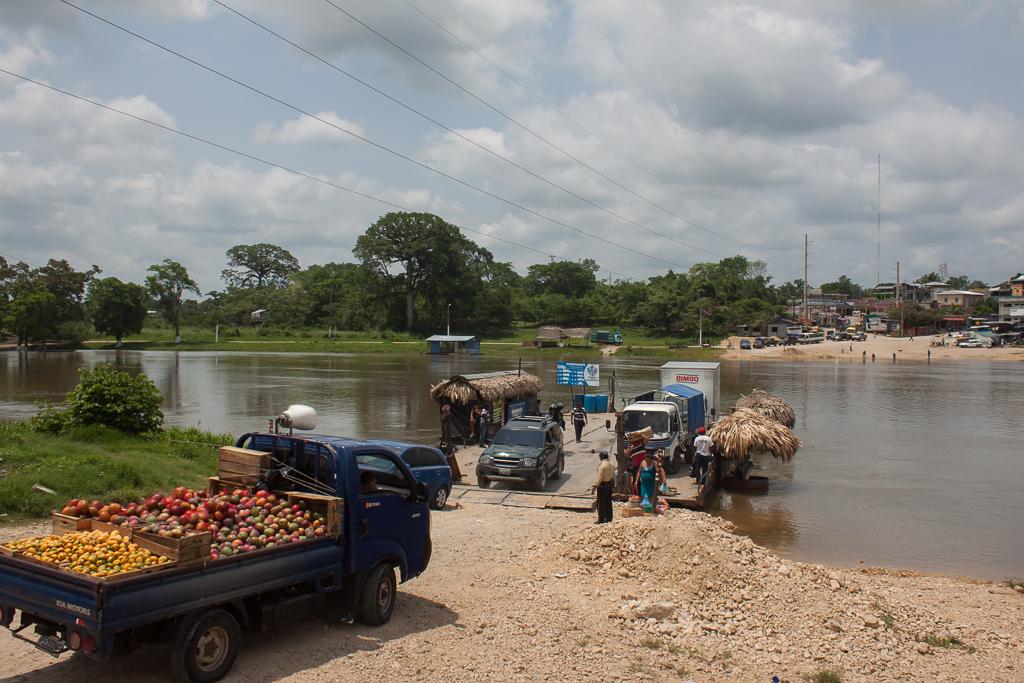 Río de la Pasión ferry, Sayaxché.