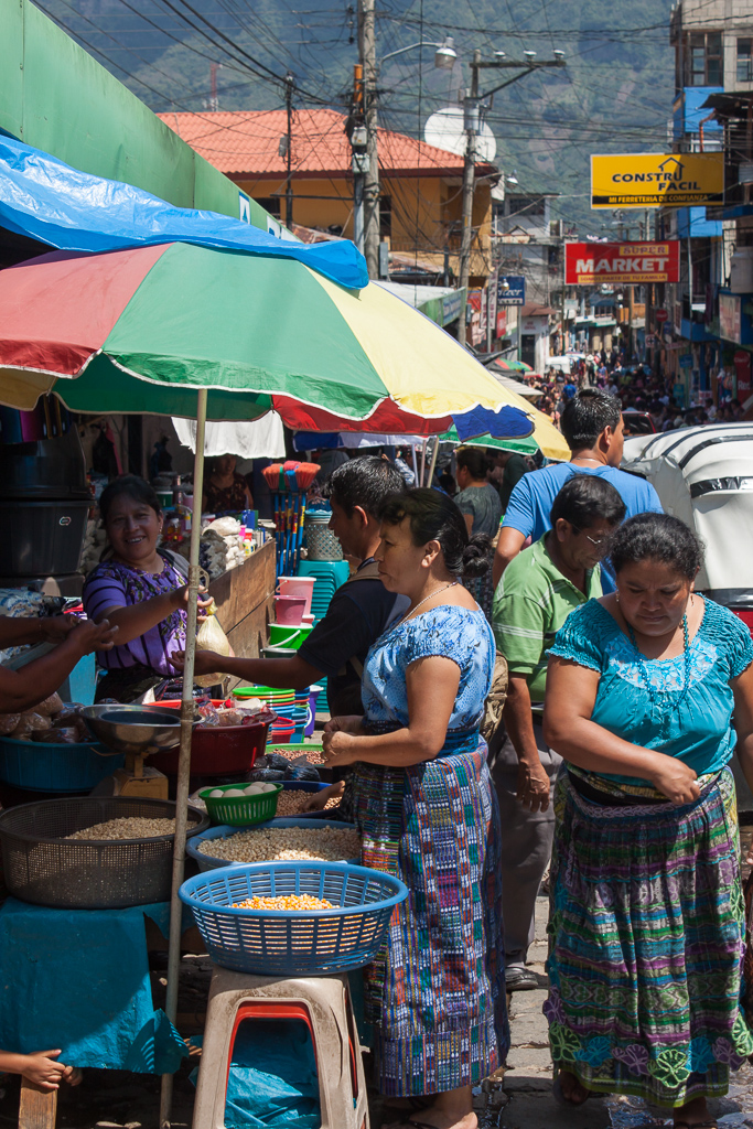 The bustling San Pedro mercado.