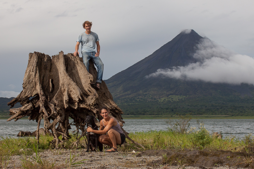 Van family + awesome old stump + lake + volcano = la pura vida