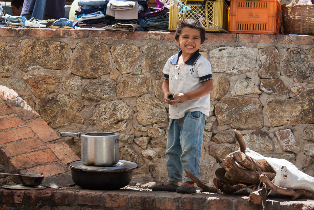 When this adorable niño noticed us shooting some photos nearby he gave us this huge smile.