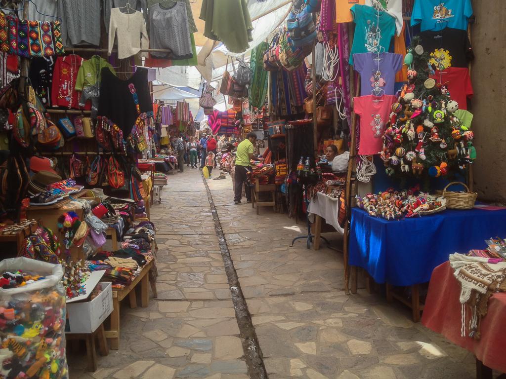 Amazing, huge artisan market in Pisac.