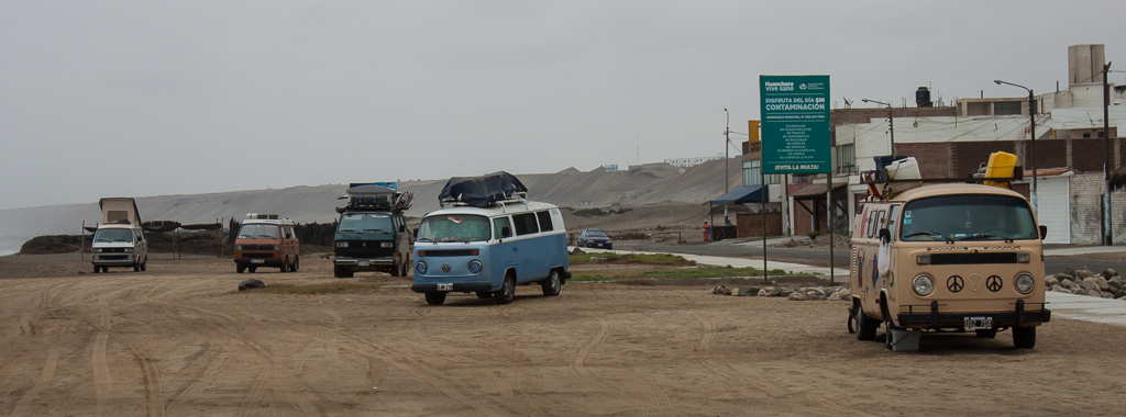 Beach boondocking with a flock of VW friends, Huanchaco.