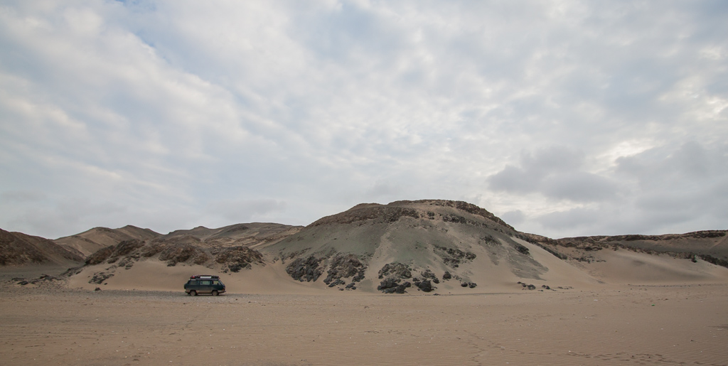 A great dune campsite on our way to Lima.