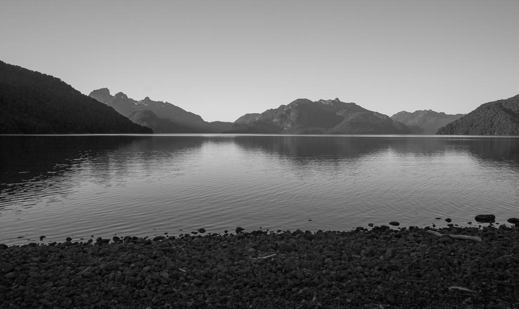 Lago Tromen at dusk.