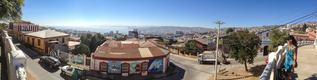 Emily and Hobie taking in the Valparaiso vista.